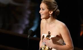 Jeniffer Lawrence, la segunada actriz más joven en ganar la estatuilla a mejor actriz (22).